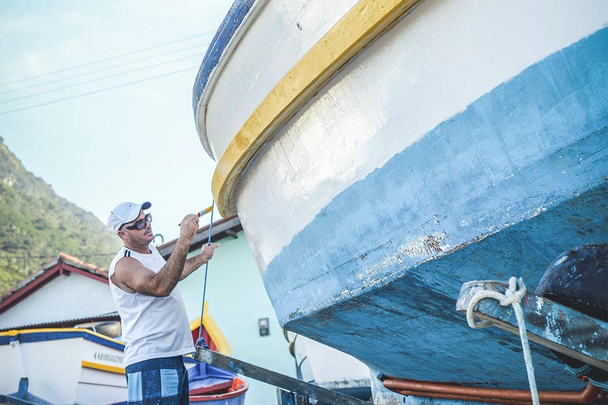 Bootsrumpf neu lackieren: So geht's
